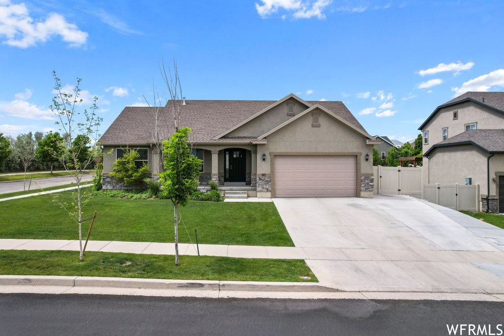 Photo of 971 GRAY WULFF DR, Bluffdale, UT 84065 (MLS # 1748509)