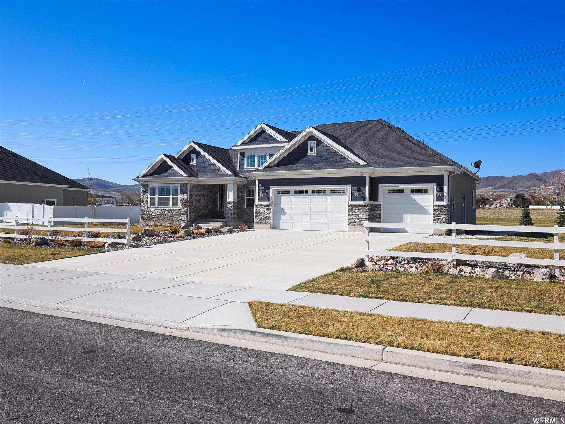 Photo of 13902 S OXFORDSHIRE DR, Bluffdale, UT 84065 (MLS # 1725529)