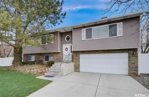 Photo of 1687 E RIDGEMARK S DR, Sandy, UT 84092 (MLS # 1727536)
