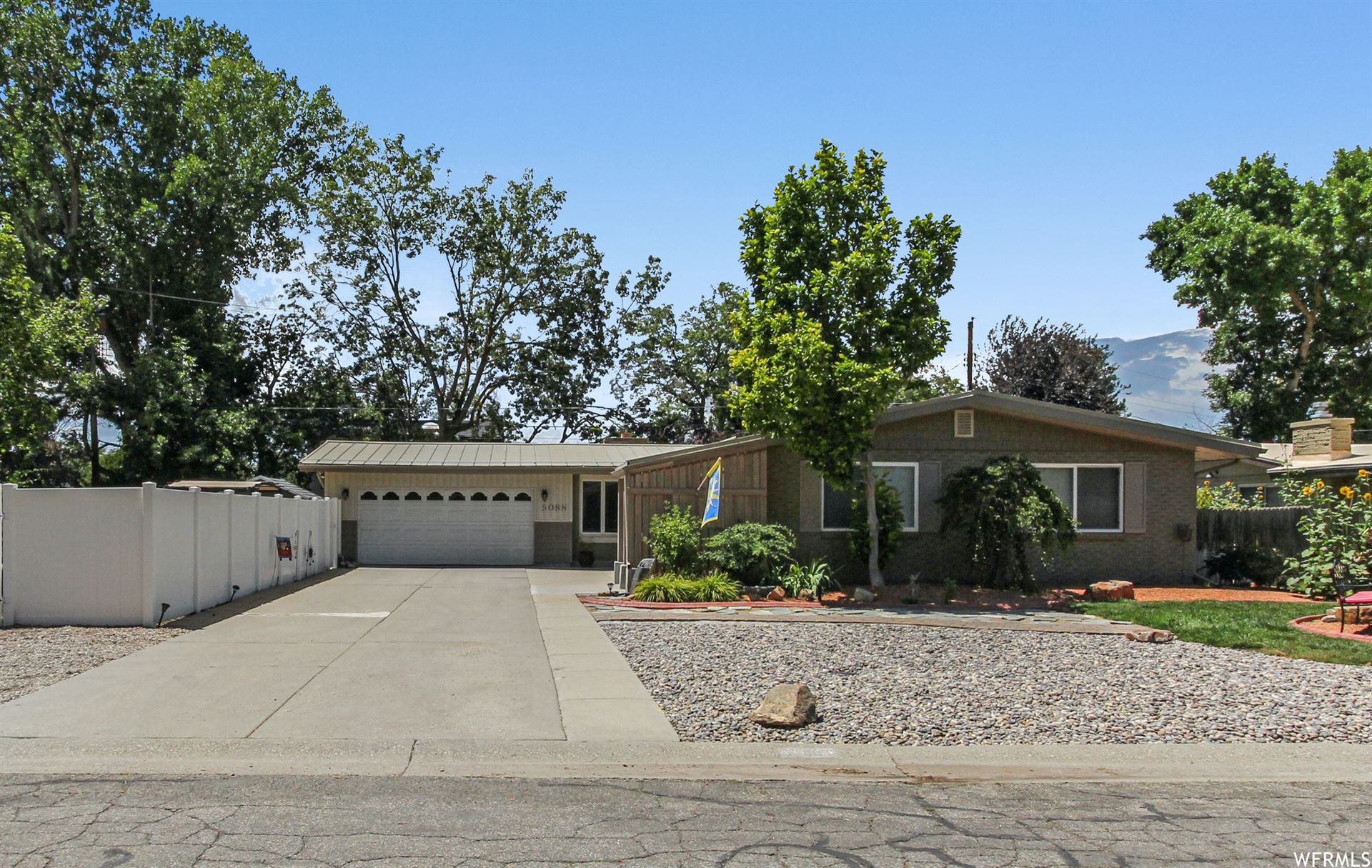 Photo of 5088 S WOODMONT DR, Holladay, UT 84117 (MLS # 1758551)