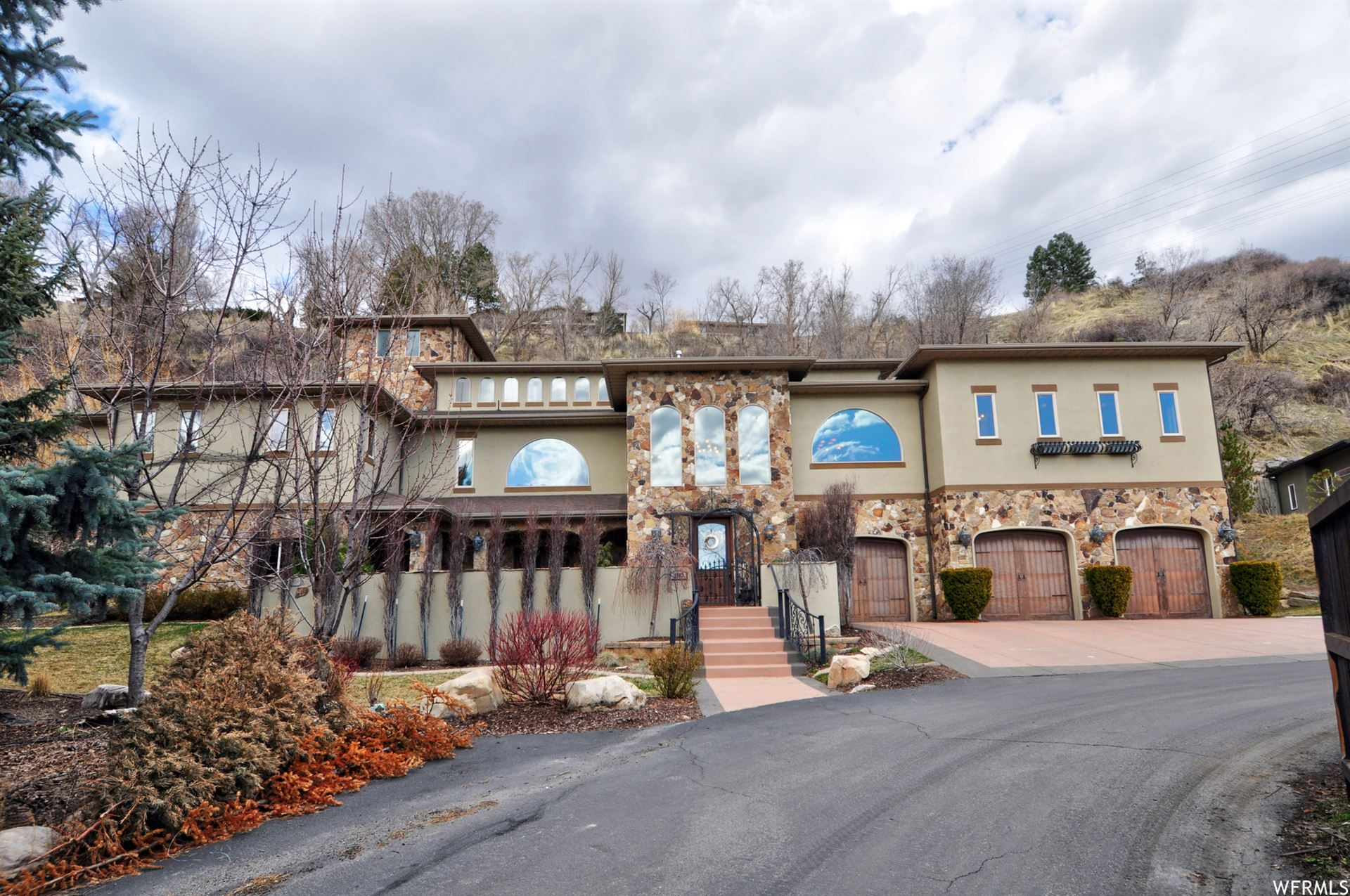 Photo of 2263 E COTTONWOOD COVE S LN, Cottonwood Heights, UT 84121 (MLS # 1666585)