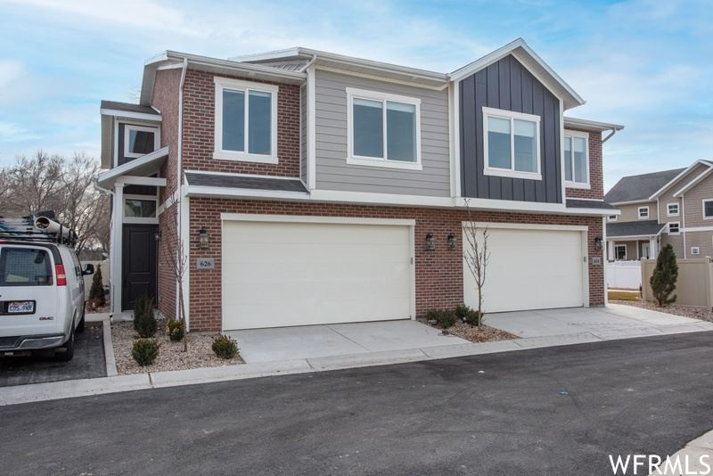 Photo of 632 E FT UNION S BLVD, Midvale, UT 84047 (MLS # 1721593)