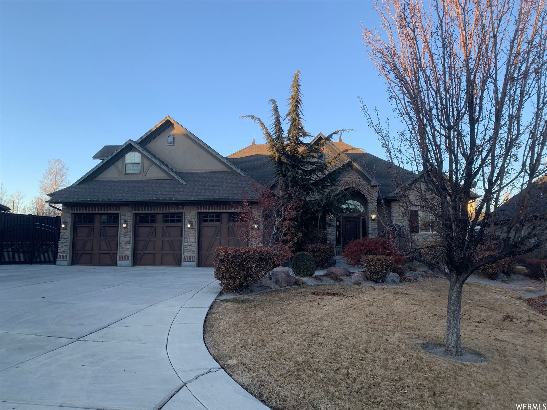 Photo of 1234 W ALTA CREEK CIR, South Jordan, UT 84095 (MLS # 1720715)