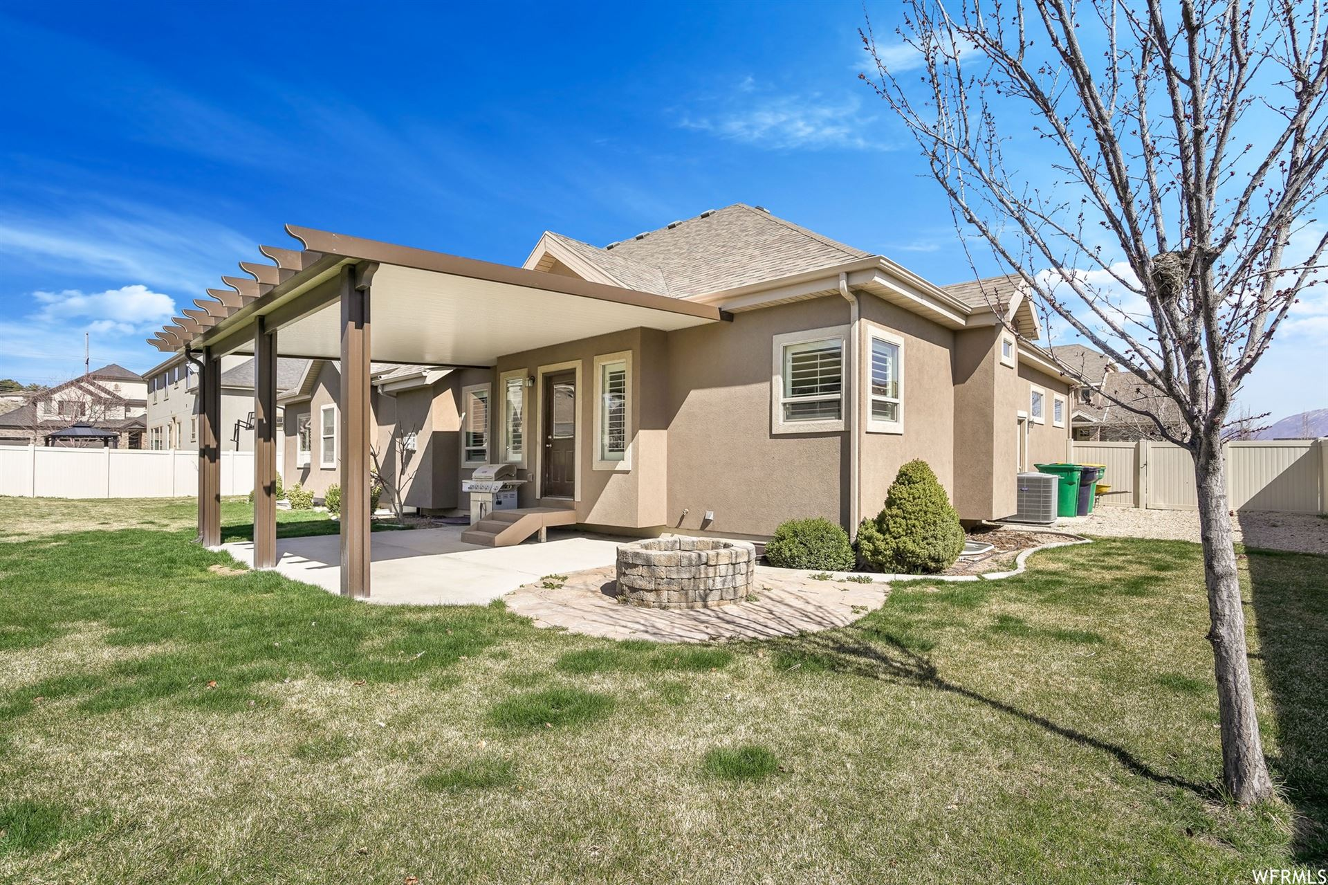 Photo of 1571 W SECRETARIAT S DR, Bluffdale, UT 84065 (MLS # 1727740)