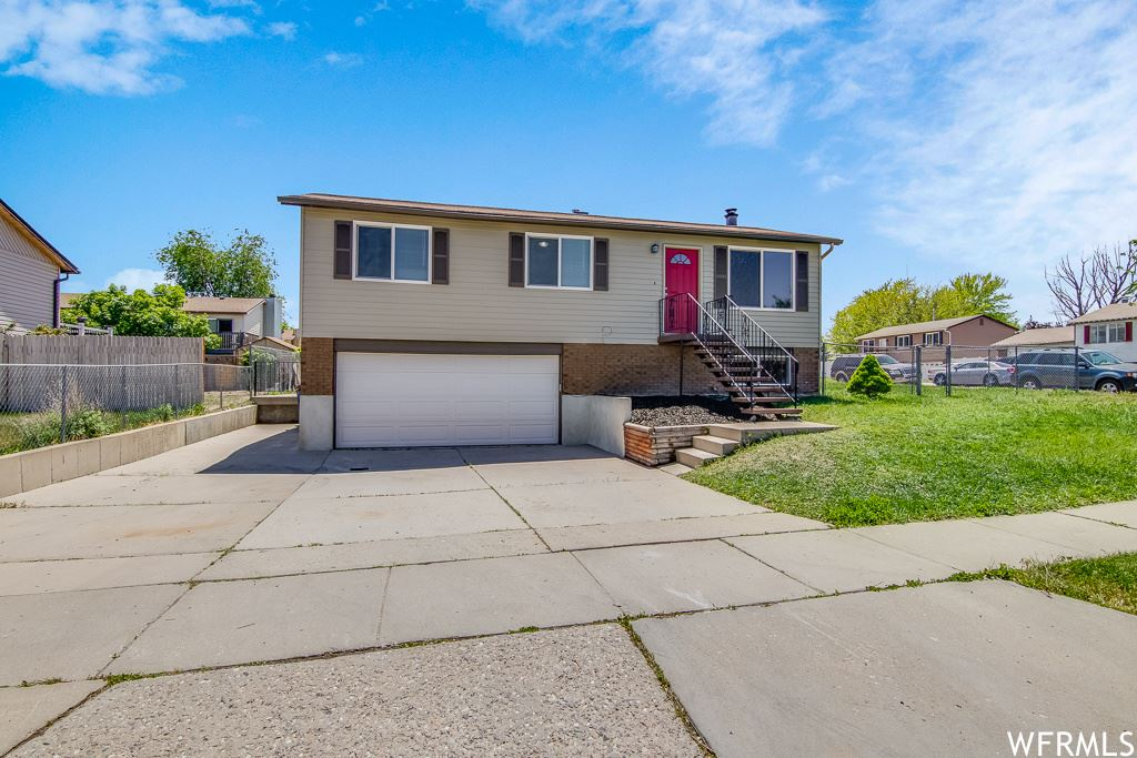 Photo of 3949 W SQUIRE DR, Taylorsville, UT 84129 (MLS # 1742810)