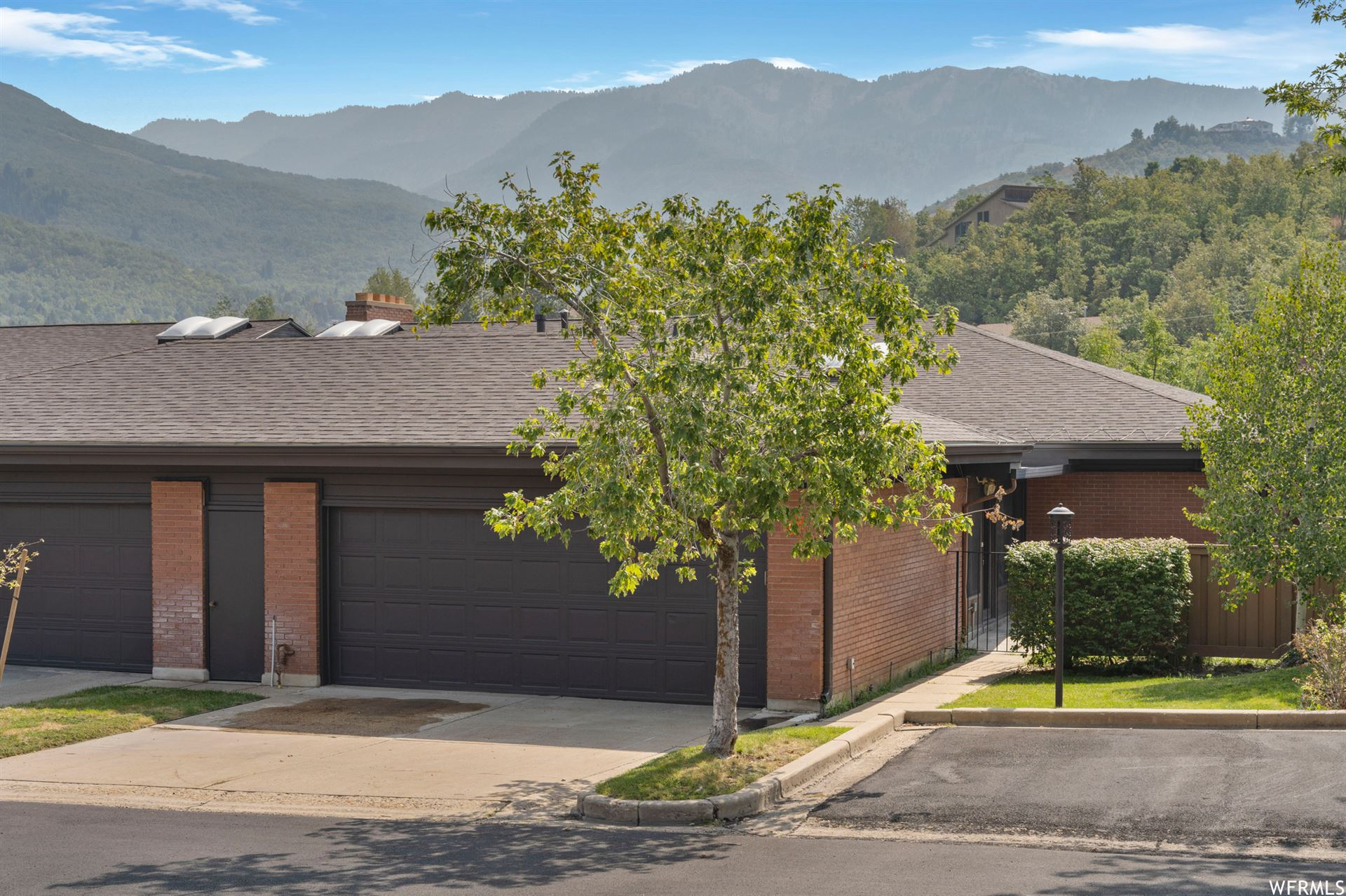 Photo of 2031 S MAPLEVIEW E DR, Bountiful, UT 84010 (MLS # 1767817)