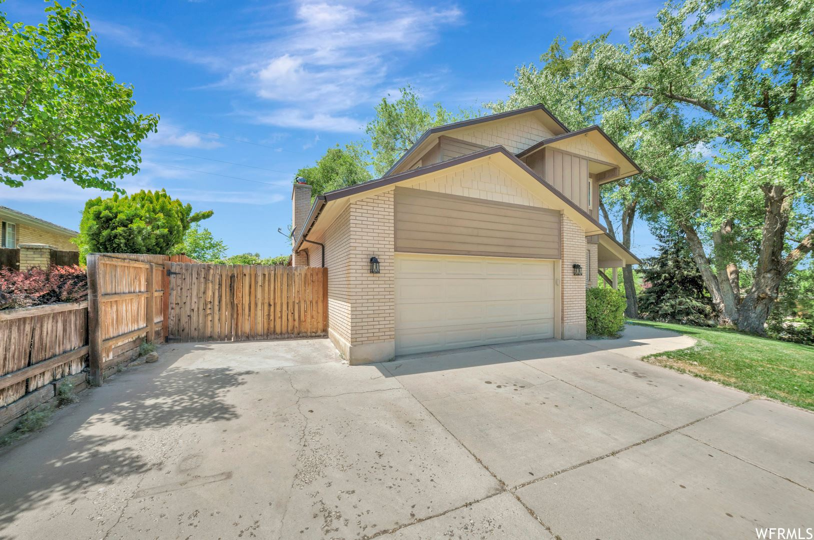 Photo of 8024 S OLD COVENTRY CIR, Cottonwood Heights, UT 84093 (MLS # 1745832)