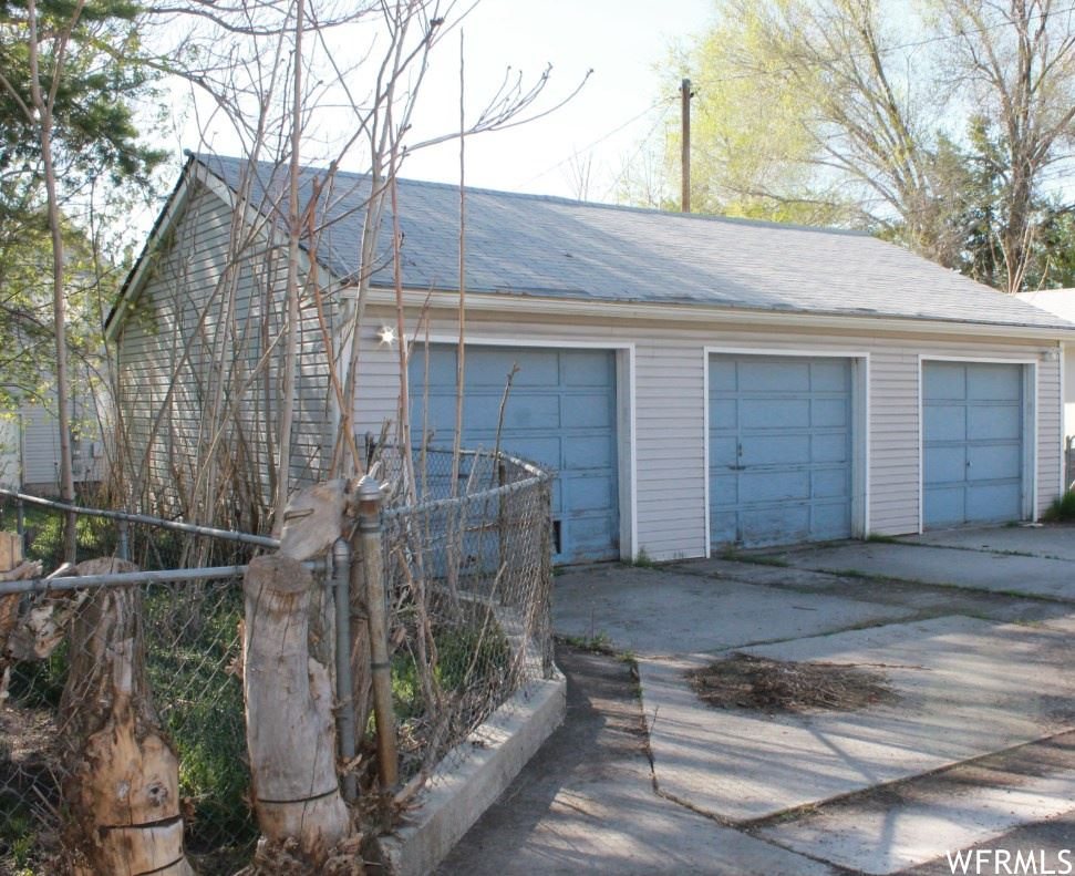 Photo of 1817 S LAKE ST, Salt Lake City, UT 84105 (MLS # 1688858)