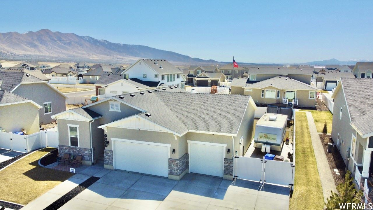 Photo of 1562 E ERICKSON KNOLL LN, Eagle Mountain, UT 84005 (MLS # 1732908)