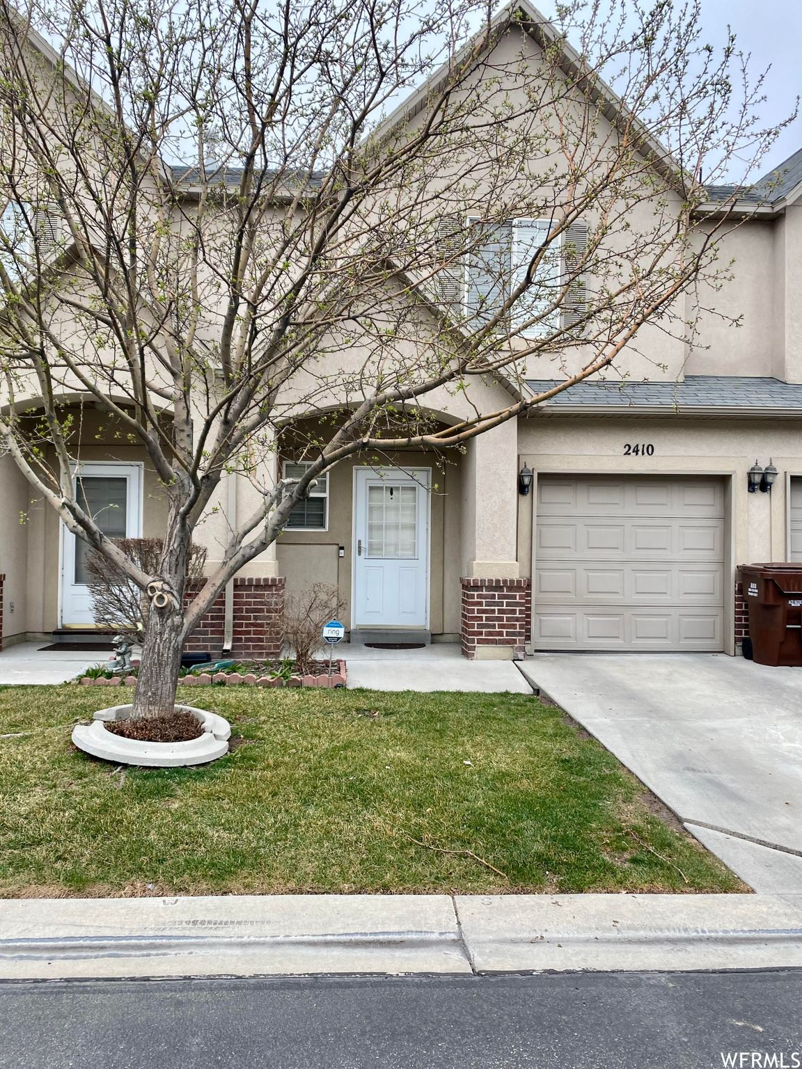 Photo of 2410 S SHADY RED CT, West Valley City, UT 84119 (MLS # 1731940)