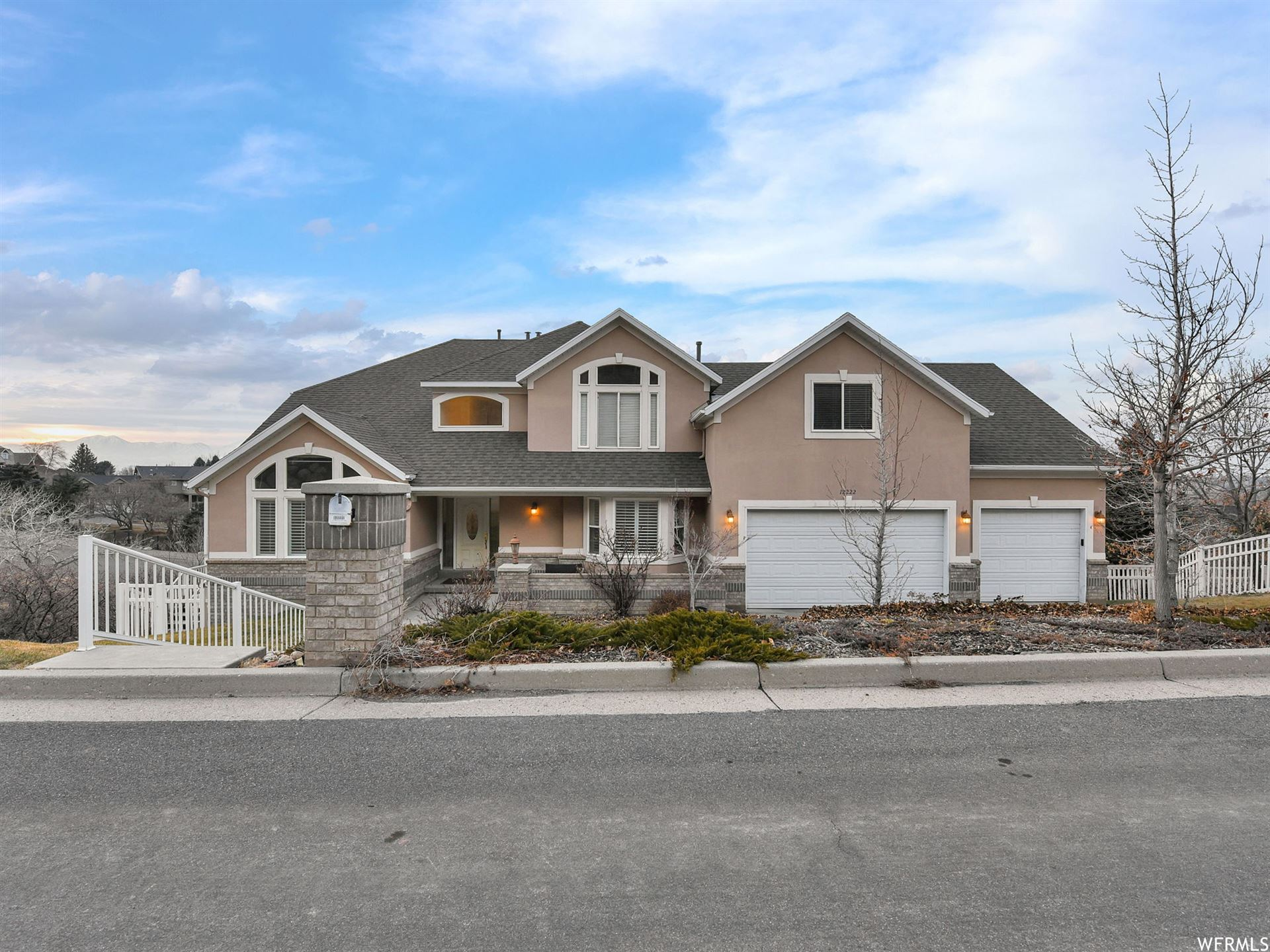 Photo of 12222 S GRIZZLY HOLLOW CV, Draper, UT 84020 (MLS # 1719941)