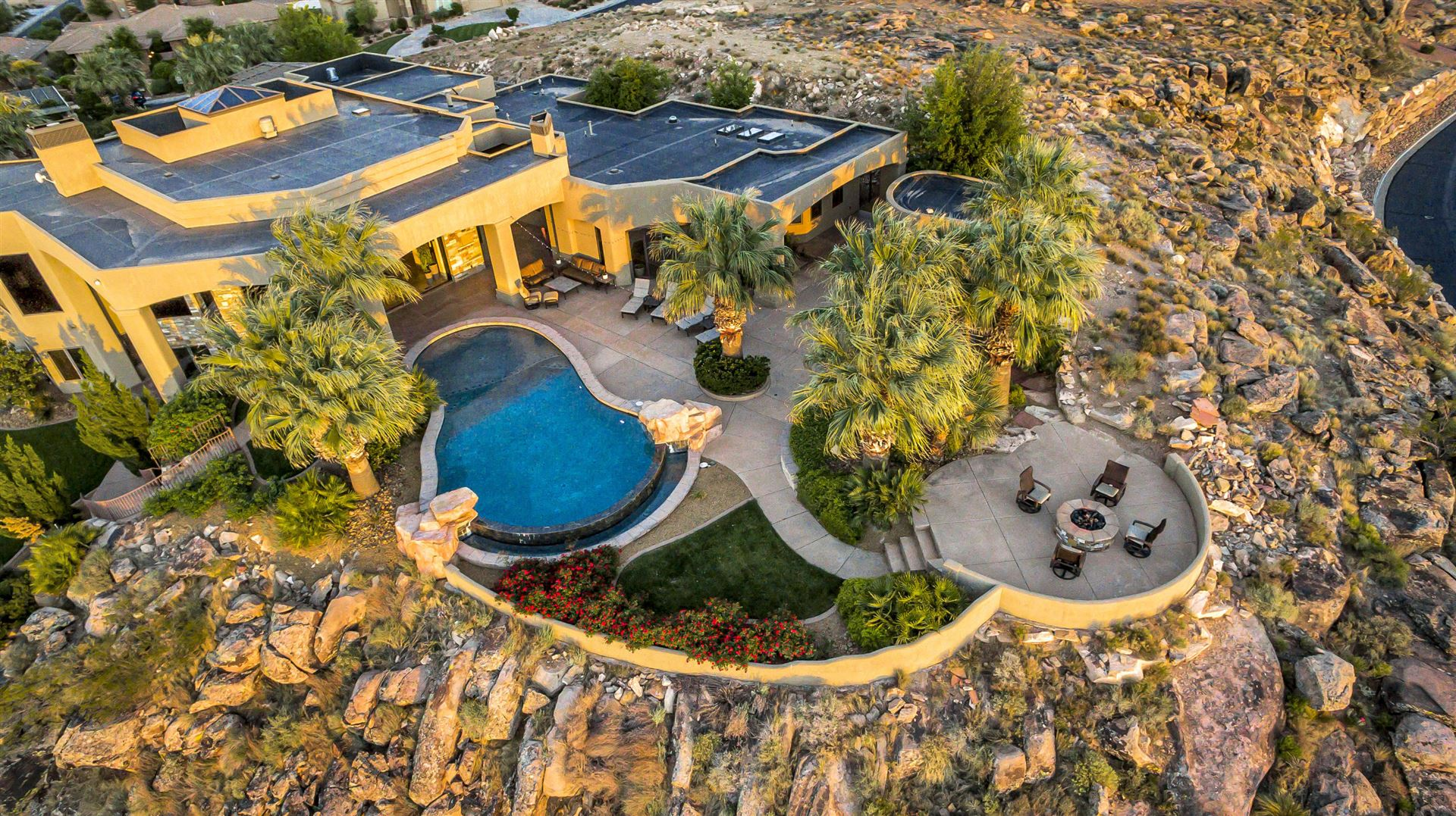 Photo of 1762 S View Point DR, Saint George, UT 84790 (MLS # 21-222347)