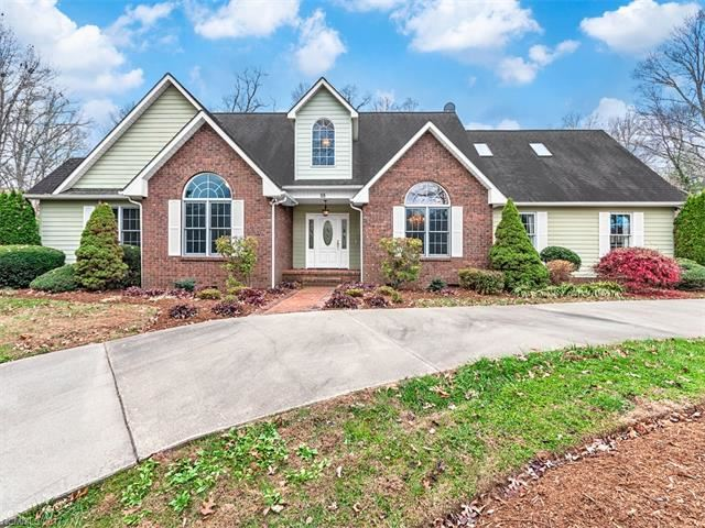 Photo for 88 Adams Drive, Clyde, NC 28721 (MLS # 3337109)