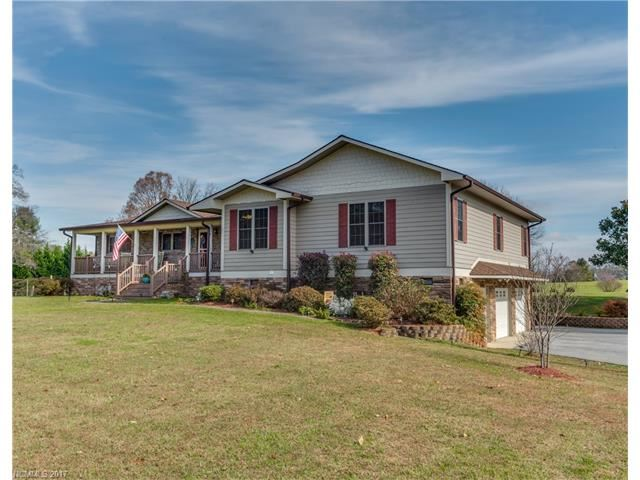 Photo for 117 POND VIEW Lane, Hendersonville, NC 28792 (MLS # 3339153)