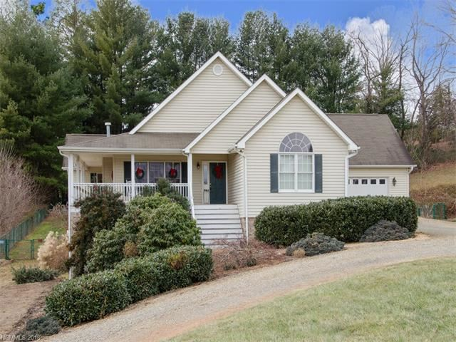 Photo for 586 Woodlawn Circle, Clyde, NC 28721 (MLS # 3351306)