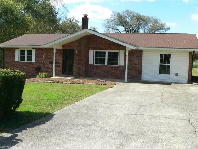 Photo for 257 Allenwood Circle, Hendersonville, NC 28792 (MLS # 3329313)