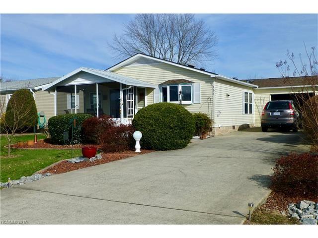Photo for 461 Sassafras Drive, Hendersonville, NC 28739 (MLS # 3347815)