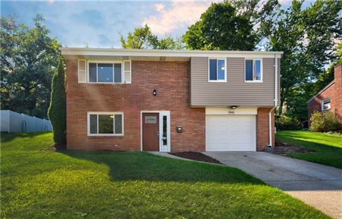 Photo of 2968 Meadowvue Dr, Pittsburgh, PA 15227 (MLS # 1469121)