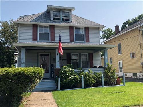 Photo of 215 W Sheridan Ave, New Castle/1st, PA 16105 (MLS # 1513183)