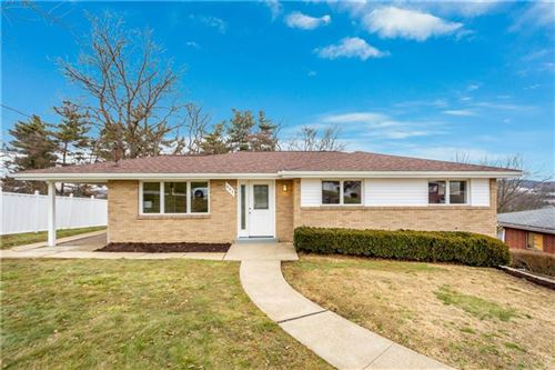 Photo of 641 Longvue Dr, Houston, PA 15342 (MLS # 1487277)