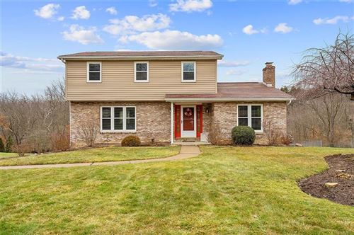 Photo of 139 Oakdale Drive, Zelienople Boro, PA 16063 (MLS # 1487371)