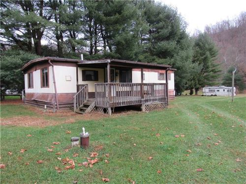 Photo of 121 121 Hillvue ln, Evans City, PA 16033 (MLS # 1478385)