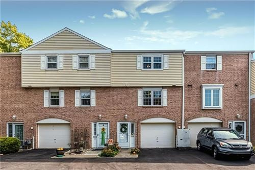 Photo of 37 Oxford Court, Pittsburgh, PA 15237 (MLS # 1470511)