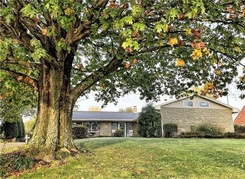 Photo of 8 Sunsetview Dr, Ross Township, PA 15229 (MLS # 1527602)