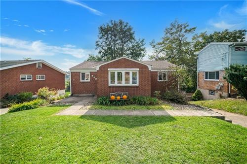 Photo of 840 Londonderry Dr, Castle Shannon, PA 15234 (MLS # 1526723)