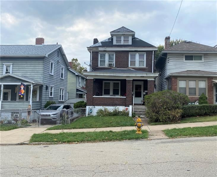 Photo for 155 W 16th Ave, Homestead, PA 15120 (MLS # 1474738)