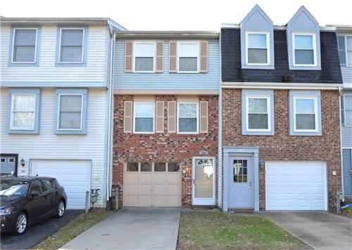 Photo of 902 Lynwood Ct, Cranberry Township, PA 16066 (MLS # 1436971)