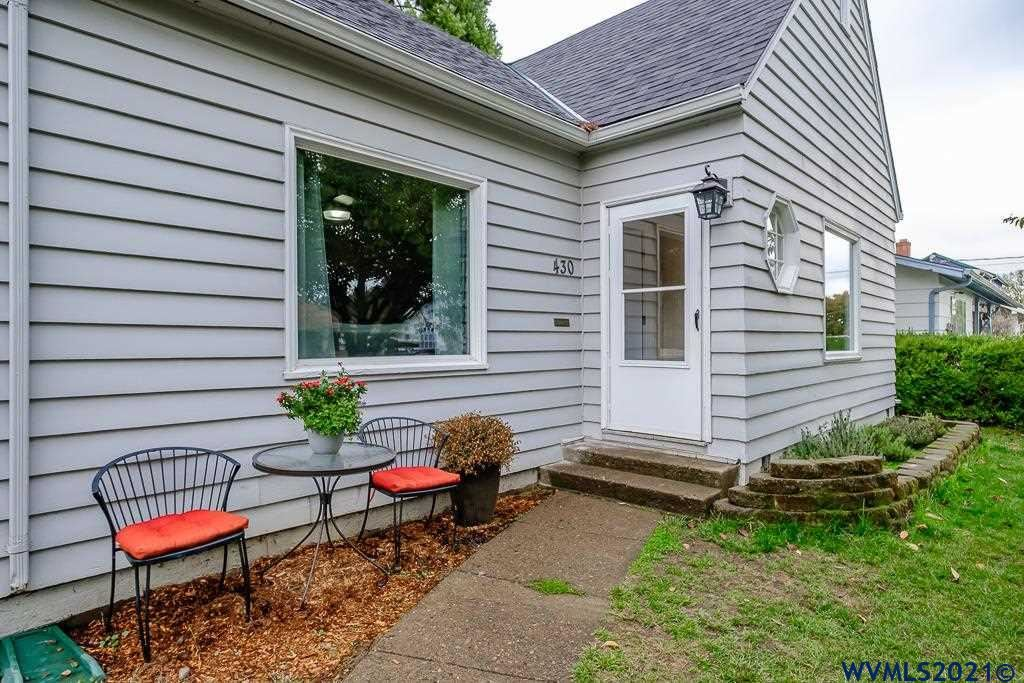 Photo of 430 SE Court St, Dallas, OR 97338 (MLS # 785003)