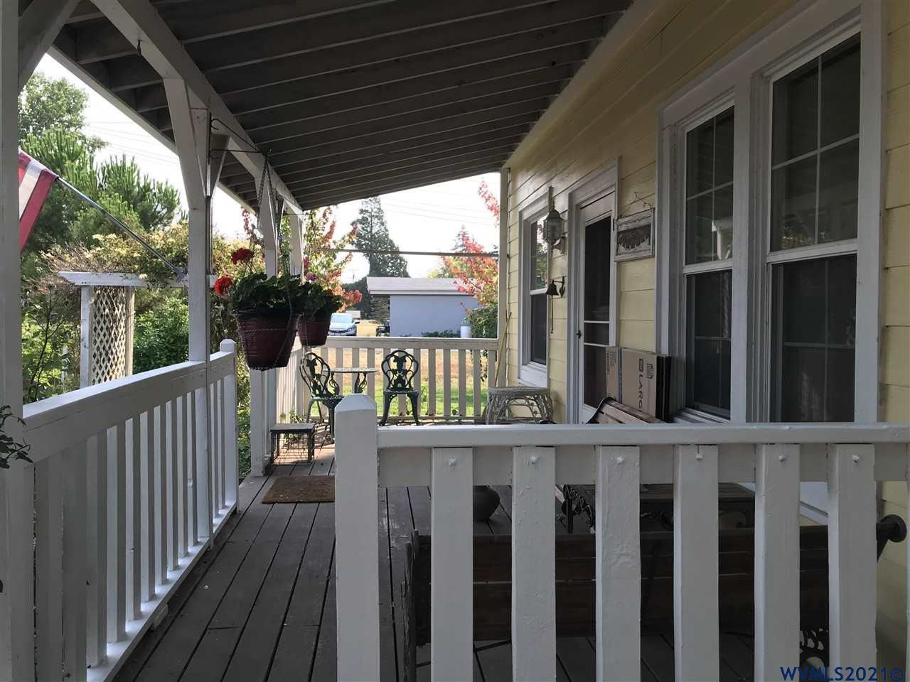 Photo of 1024 W Main St, Sheridan, OR 97378 (MLS # 782218)