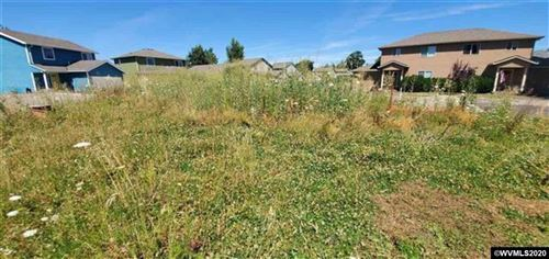 Photo of 2002 Lyon St, Albany, OR 97322-4877 (MLS # 771361)