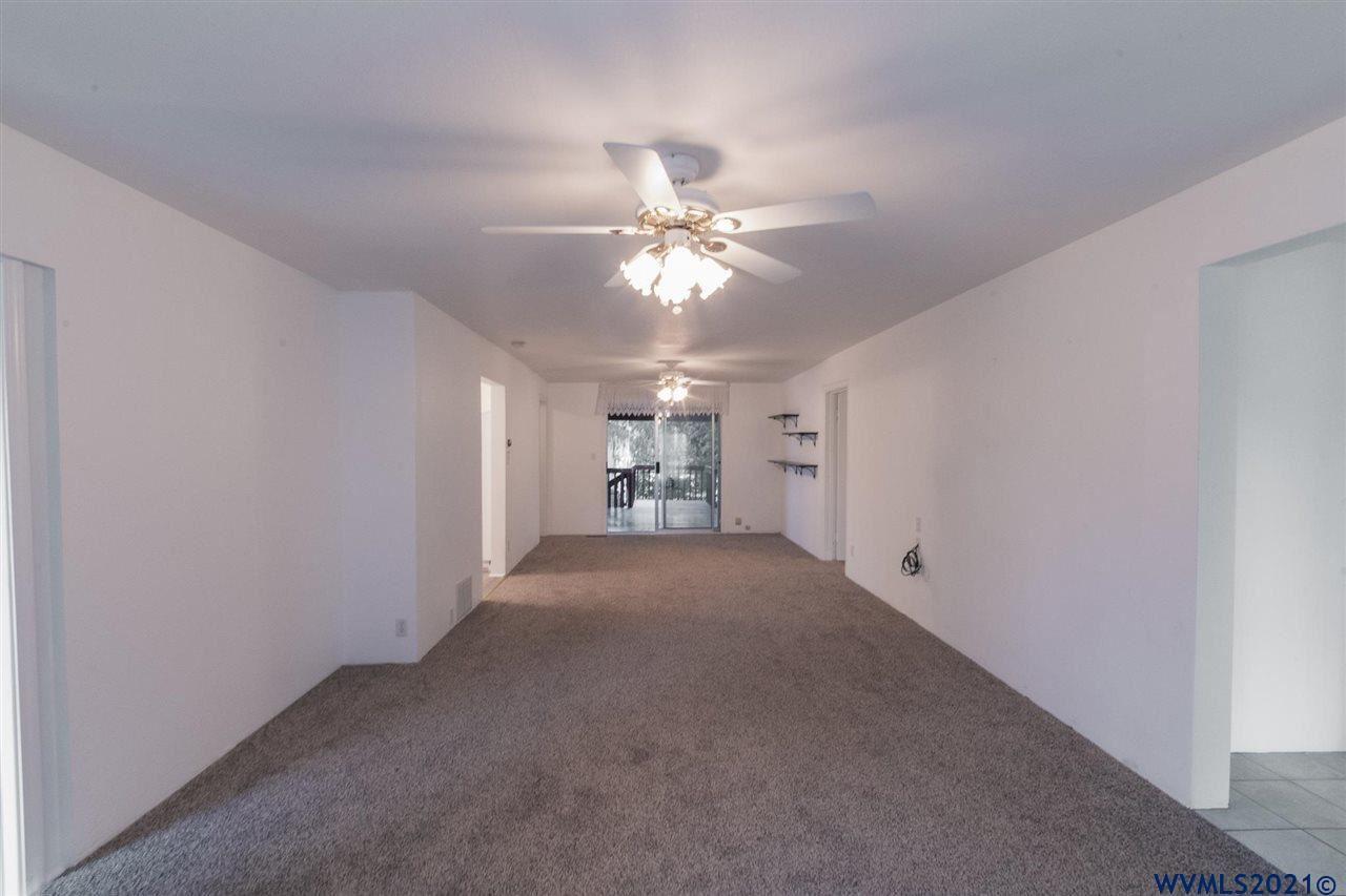 Photo of 817 SW Hayter St, Dallas, OR 97338-1857 (MLS # 784422)