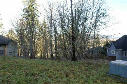 Photo of 6298 Fernhill Lp, Springfield, OR 97478 (MLS # 772672)