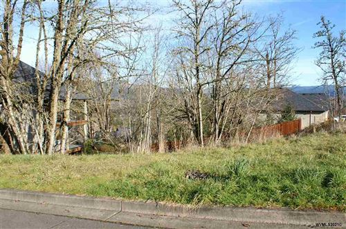 Photo of 488 Mountaingate Dr, Springfield, OR 97478 (MLS # 772674)