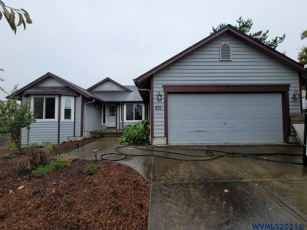 Photo of 831 E 12th St, Lafayette, OR 97127 (MLS # 784741)