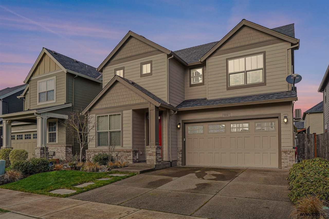Photo for 956 SE Bayshore Cl, Corvallis, OR 97333-3228 (MLS # 773789)