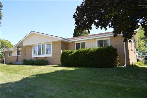 Photo of 229 Willow Ln, South Milwaukee, WI 53172 (MLS # 1705004)