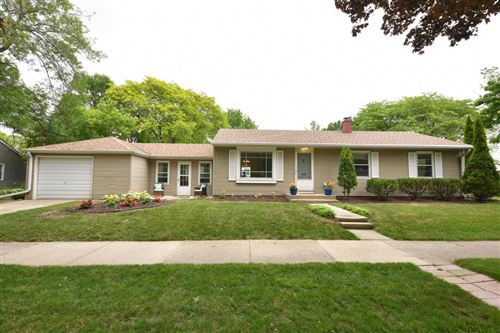 Photo of 530 E Courtland Pl, Whitefish Bay, WI 53211 (MLS # 1696007)