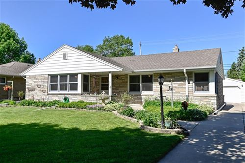 Photo of 814 17th Ave, South Milwaukee, WI 53172 (MLS # 1693023)