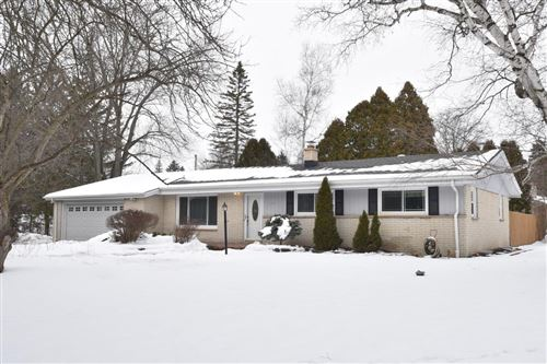Photo of 7650 W Sunnyvale Rd, Mequon, WI 53097 (MLS # 1724025)
