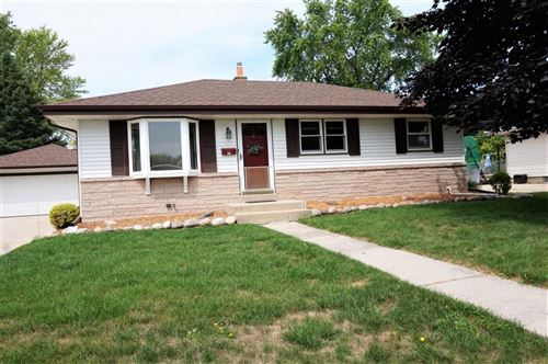 Photo of 733 10th Ave, Grafton, WI 53024 (MLS # 1753026)