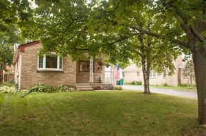 Photo of 102 S Highland Ave, Thiensville, WI 53092 (MLS # 1655028)