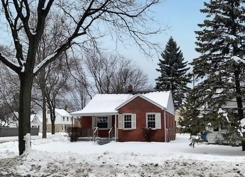 Photo of 150 E Henry Clay St, Whitefish Bay, WI 53217 (MLS # 1719044)