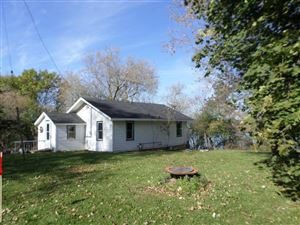 Photo of W6562 Barkers Rd, Elkhorn, WI 53121 (MLS # 1634045)