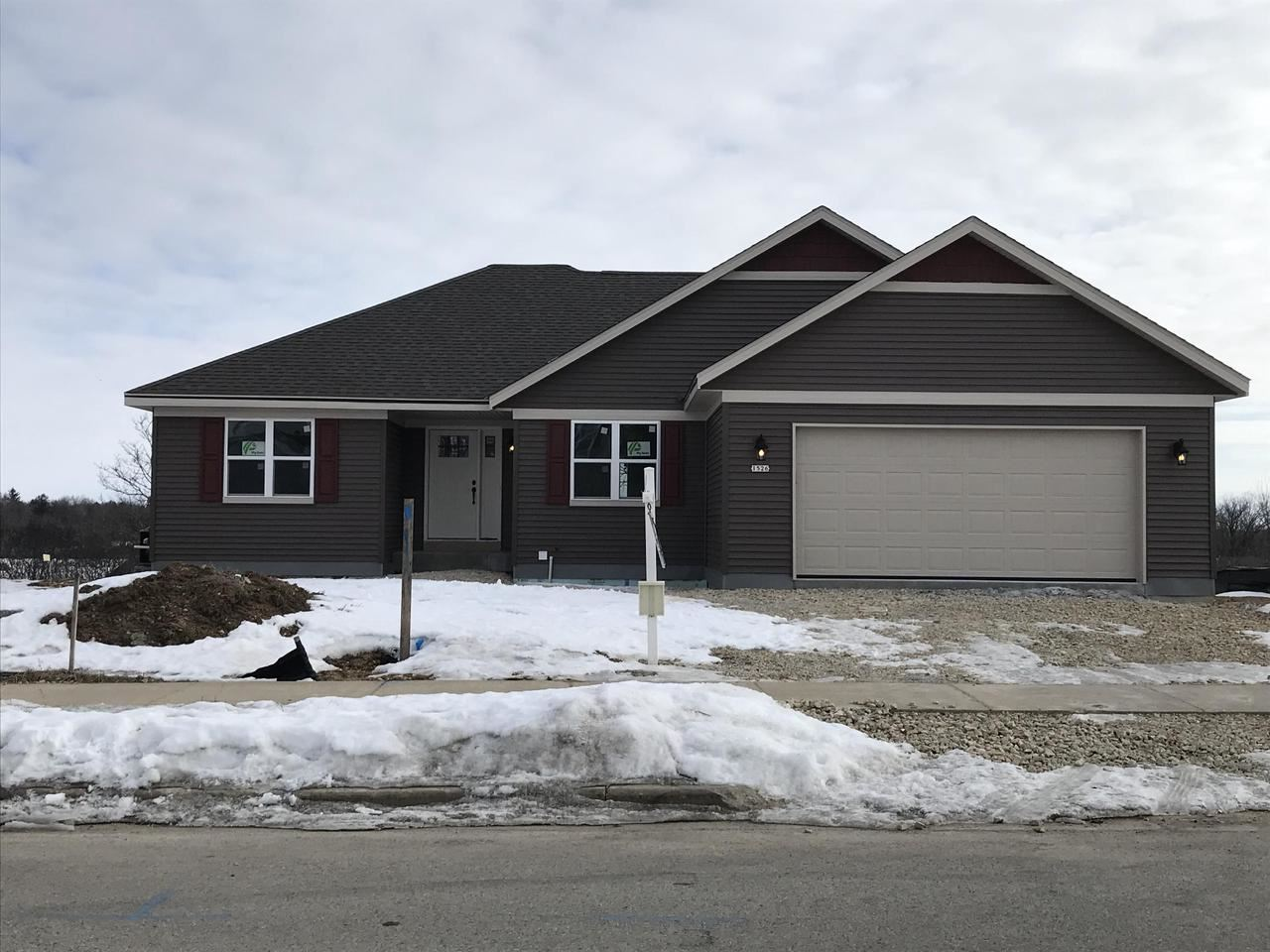 1526 Whitewater Dr, West Bend, WI 53095 - MLS#: 1675054