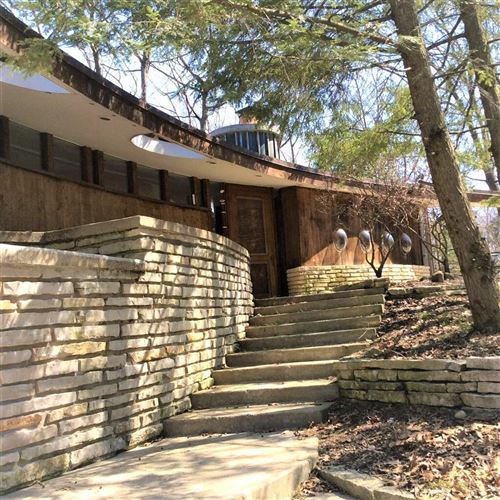 Photo of 1932 Moraine End Dr, Delafield, WI 53018 (MLS # 1746060)