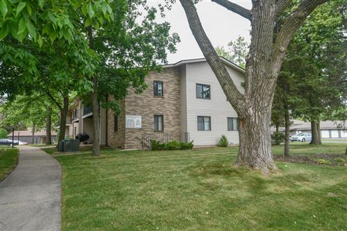 Photo of 1469 S Carriage Ln, New Berlin, WI 53151 (MLS # 1752060)